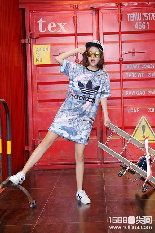 时尚潮牌男女运动服装微商代理一件代发货