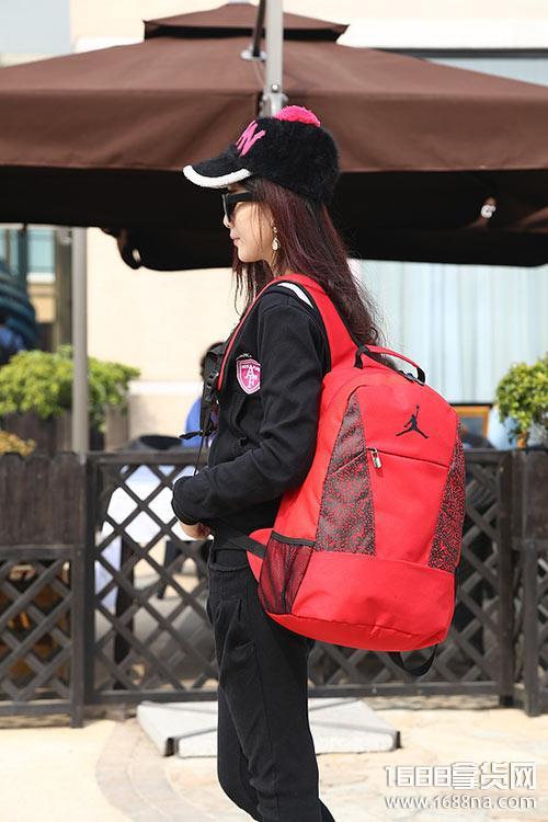 潮牌包包货源 男女包单双肩包批发 微商代理一件代发