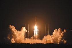 长征五号发射成功 二十号卫星准确送入轨道
