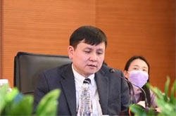 张文宏:开会坐在跟你关系最差的人旁边