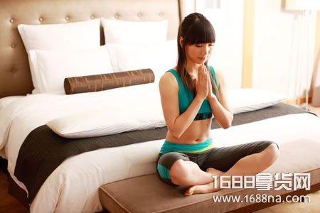 睡前练瑜伽的好处与作用 睡前适合练什么瑜伽动作
