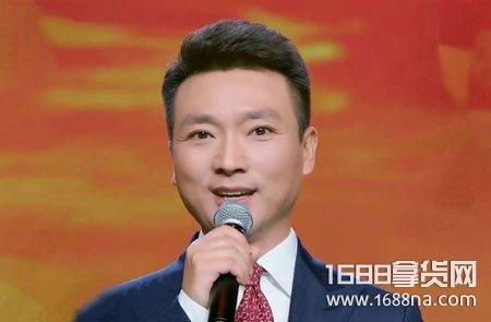 康辉最近为什么不主持新闻联播了 主持人康辉去哪了