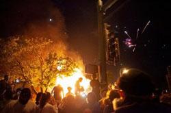 黑人事件升级:全美70城爆发抗议 蝙蝠侠现身美国抗议
